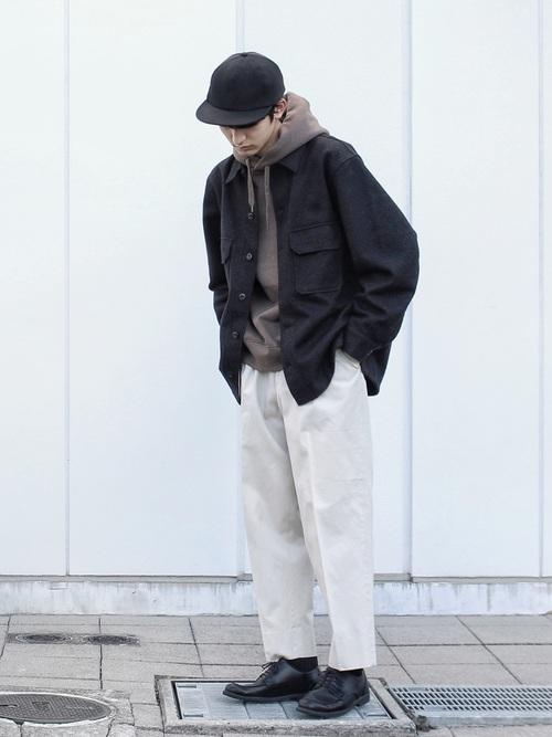 最早的 CPO 夾克便是素色樣式,簡約的氛圍也正利於各式穿搭