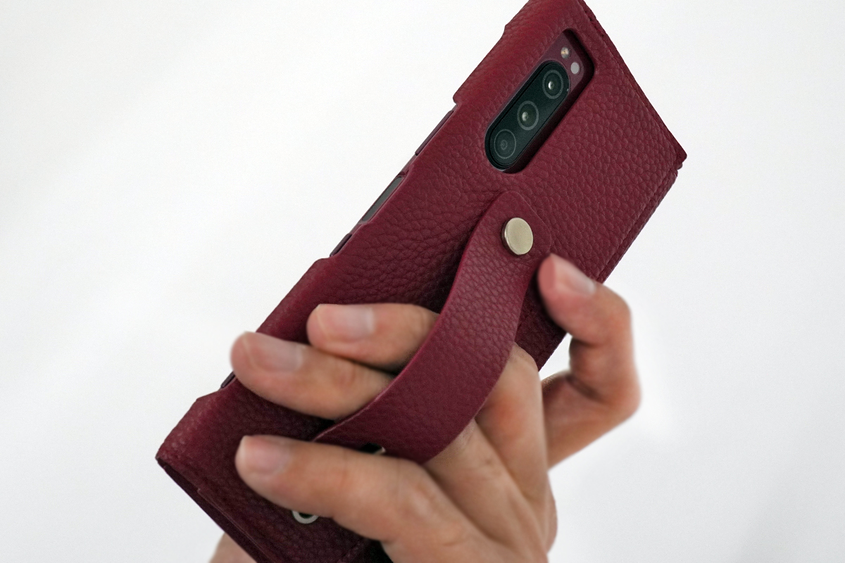clings SLIM HAND STRAP CASE for Xperia 5