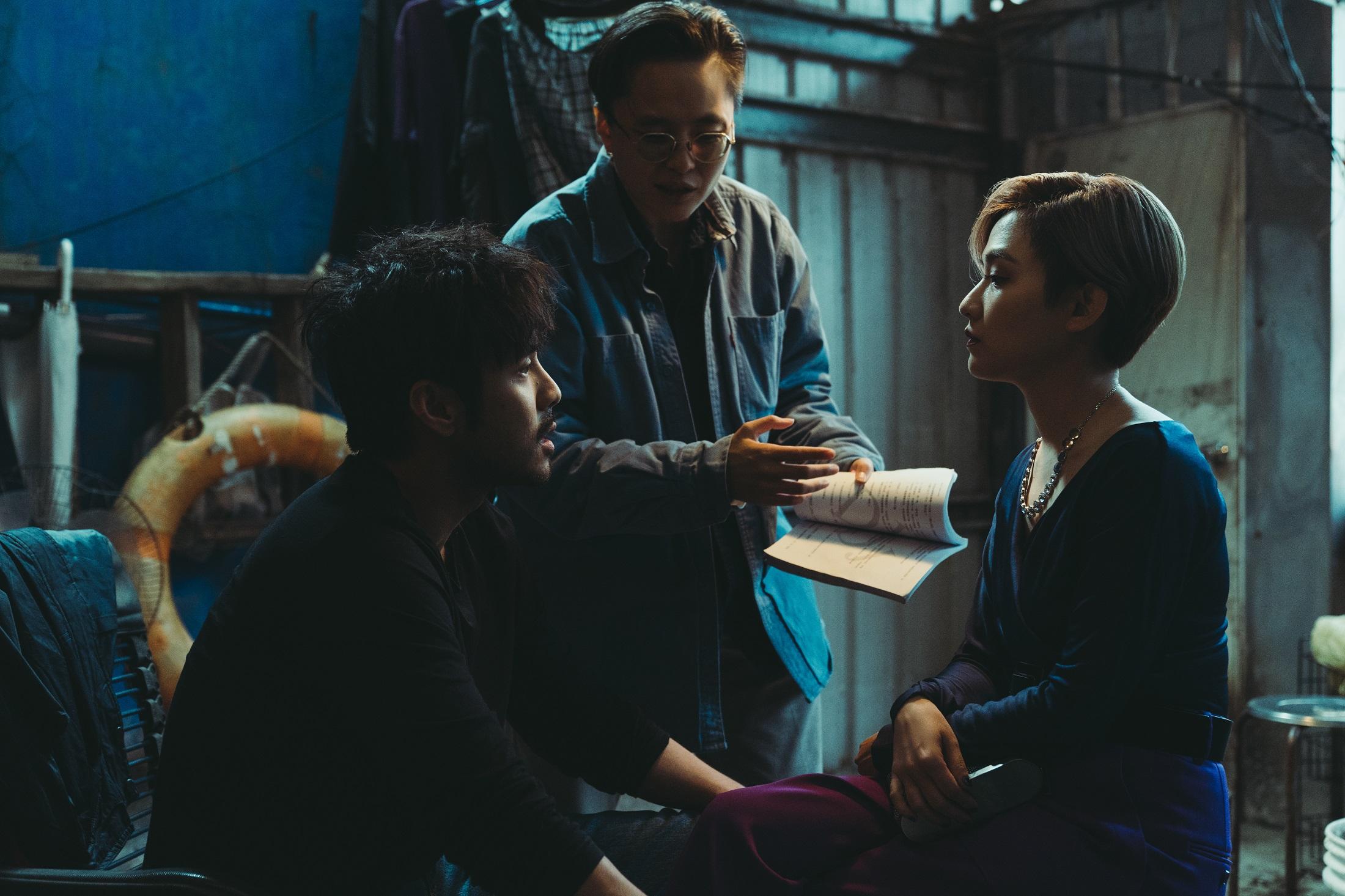 章立衡耍狠拿刀架在范曉萱脖子,不料下一幕竟遭反摑巴掌,還被冷嗆「你還需要我」