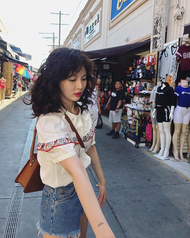 淺色髮色為主的性感小辣椒泫雅,也在前一陣子po出自己的卷髮照,真的越看越可愛!慵懶時尚感一百分!