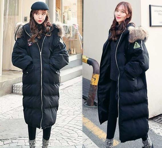 選擇黑色長版設計,穿起來輕盈又保暖
