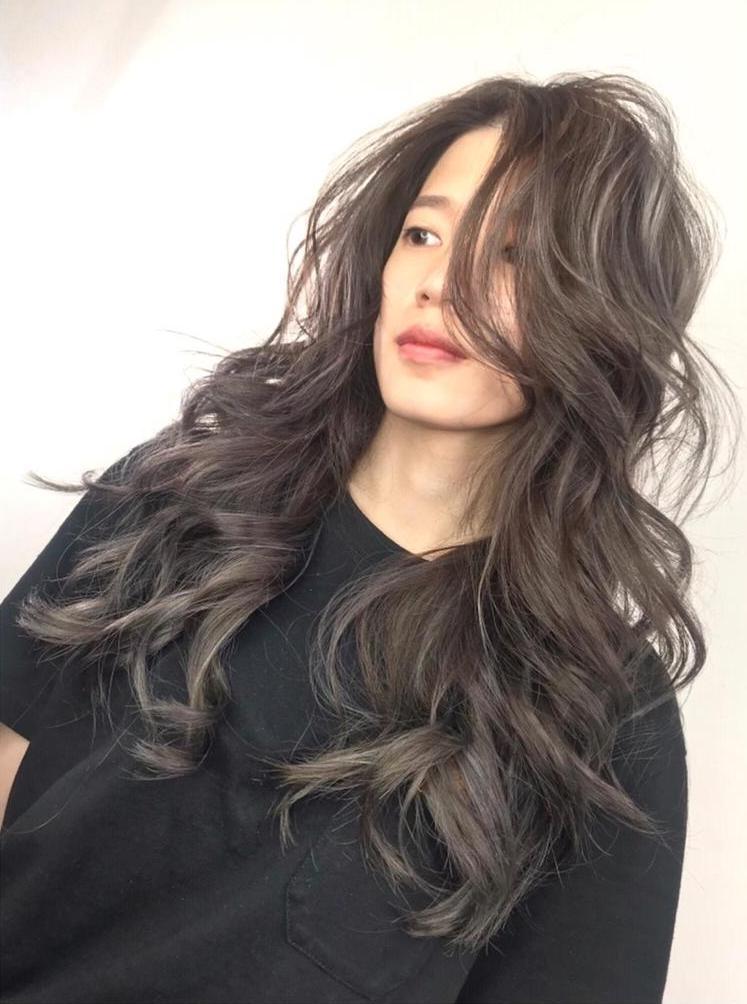 黑髮太乖啦~就愛來點小叛逆!偷偷加點挑染也是一種小心機,讓髮色更有變化不無聊~