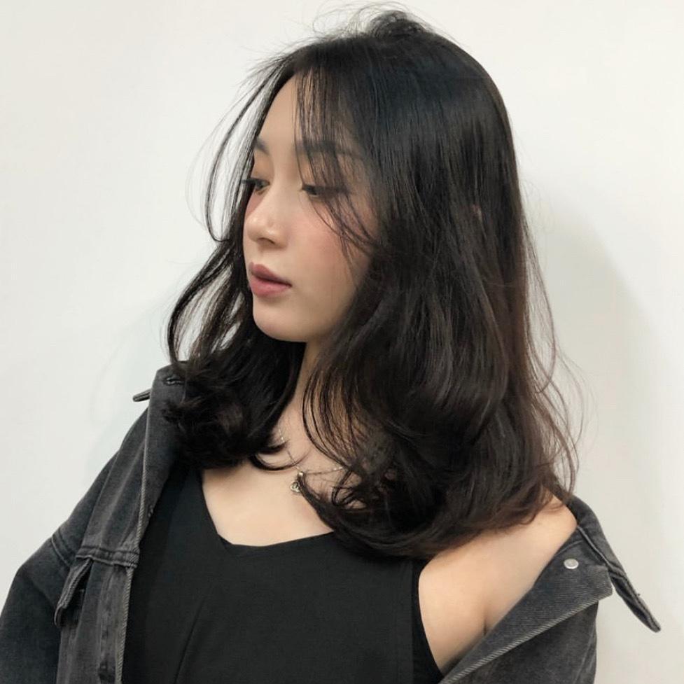 黑茶色加一些絲綢灰霧感,是亞洲人最適合的霧感質感,讓沈重的髮型也能變得輕盈!