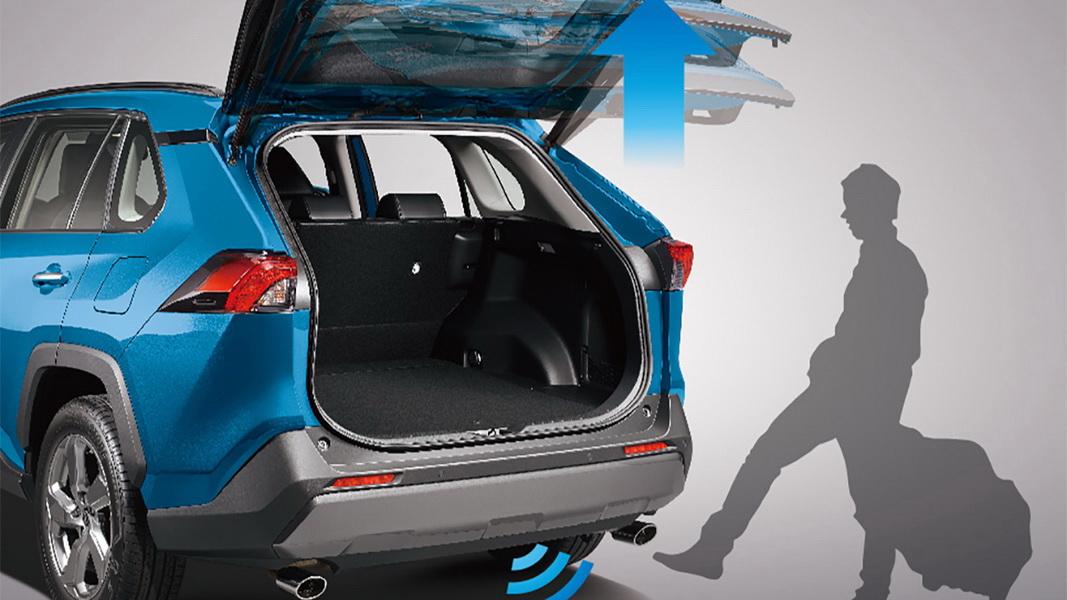 圖/Toyota RAV4搭載多項豪華配備,包括雙前座通風座椅、足踢感應式電動啟閉尾門…等,皆能大幅提升乘坐舒適性與使用便利性。