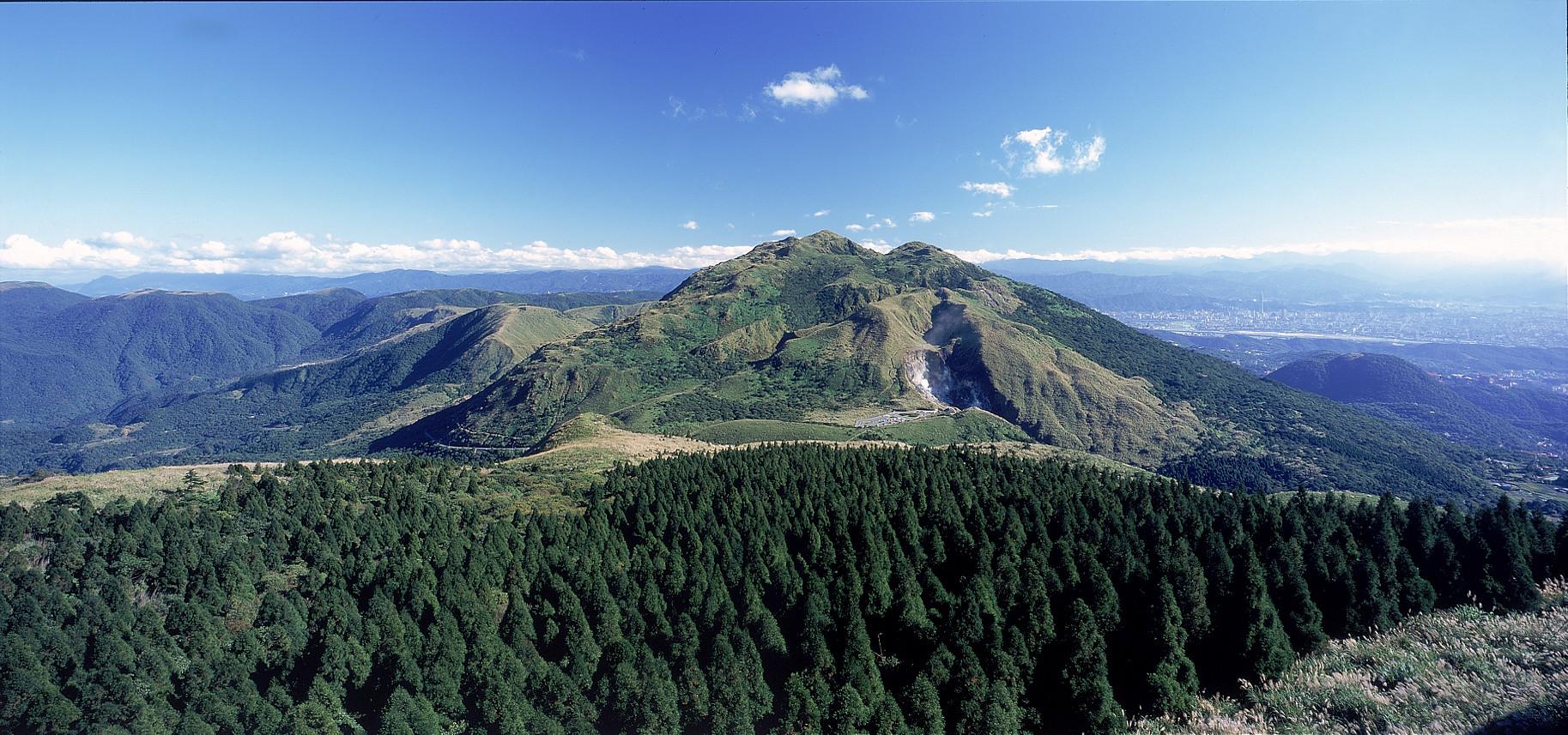 陽明山是台北近郊的代表性地標,也是週末出遊踏青的不二選擇。圖/陽明山國家公園官網