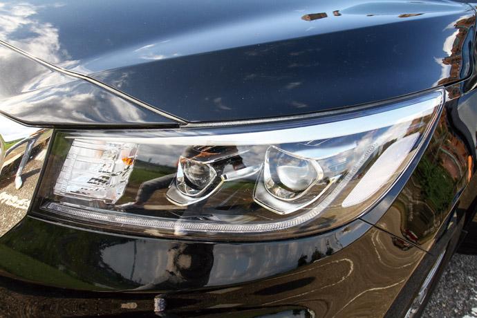 採用LED光感應自動啟閉頭燈與日行燈。版權所有/汽車視界