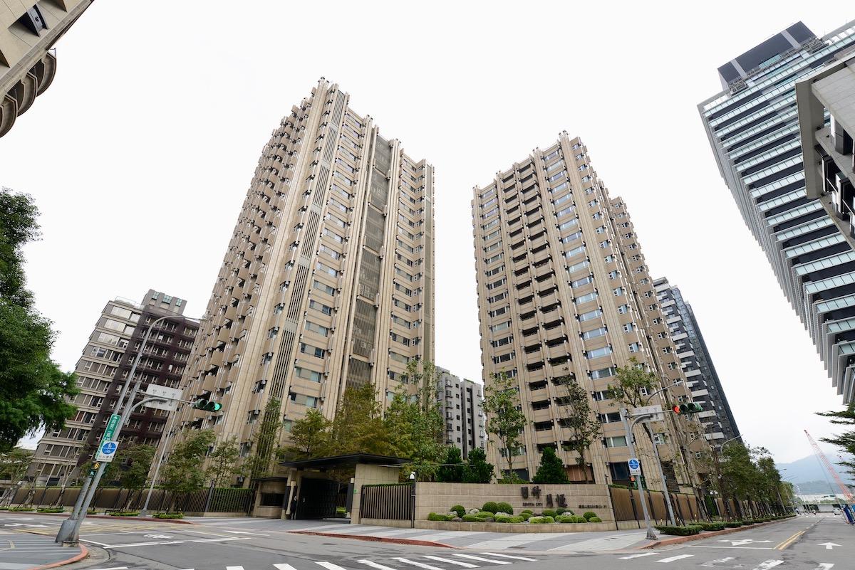 ▲台北市南港區豪宅「日升月恆」,預售原名「無雙」,因韓國瑜購屋轉賣而受到矚目。