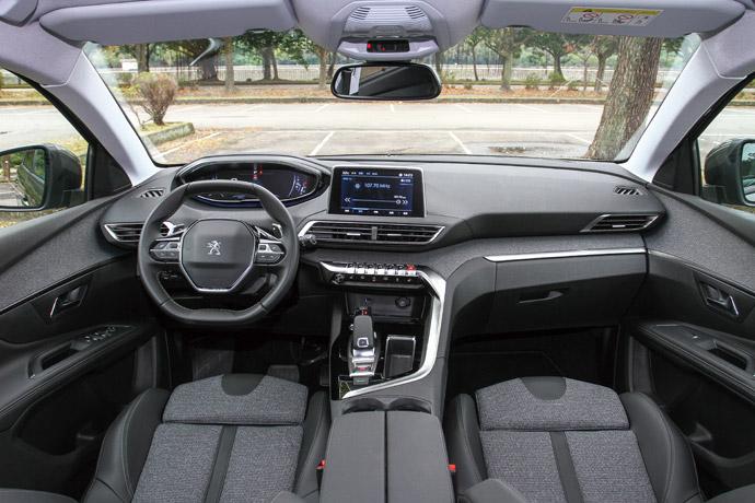 質感車室於此次車室鋪陳設計為3008與5008 SUV車型一貫的家族化風格,其中不僅表現出獅子車場的潮流設計,並表現出SUV的舒適性需求。而整體創新的設計,也創造出與其他車廠不同的個性與風格展現。版權所有/汽車視界