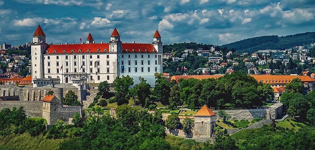 布拉提斯拉瓦 (Photo by Pixabay, License: CC0, 圖片來源www.pexels.com/photo/architecture-bratislava-bratislava-castle-building-280173)