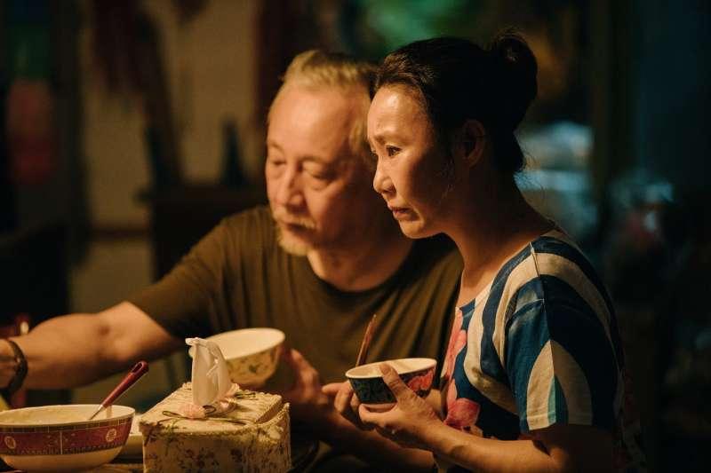 張作驥電影常有一家人在飯桌用餐的畫面。(圖/海鵬提供)