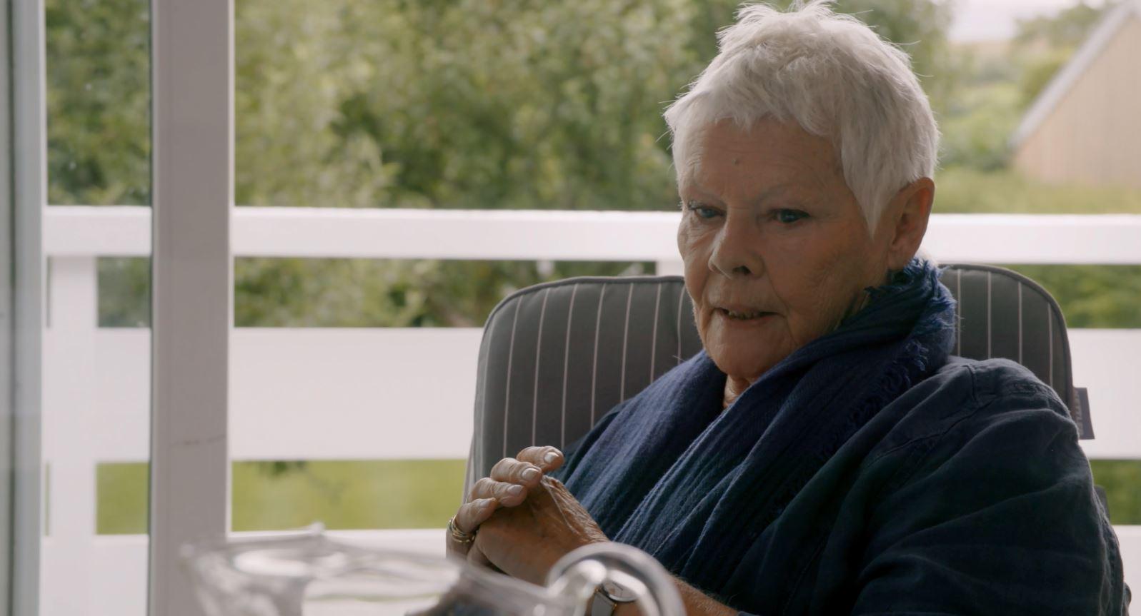接演007『M夫人』的原因竟然是老公想跟『龐德女郎』結婚