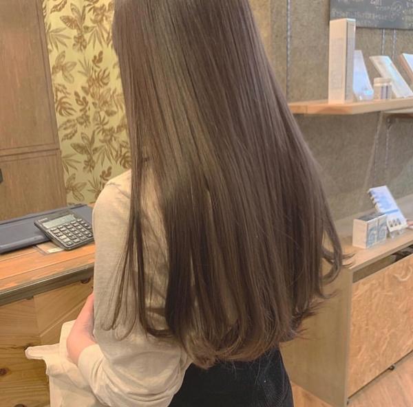 摩卡裸棕色也是被日髮型師認證為較不會褪黃的髮色