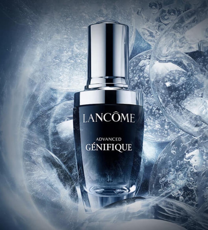 這瓶號稱未來精華的小黑瓶能幫助肌膚更水嫩、更透亮,挾帶超強大高效修護效果一推出就熱銷爆量