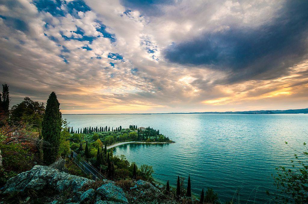加爾達湖 (Photo by Marian49, License: CC BY-SA 4.0, Wikimedia Commons提供)