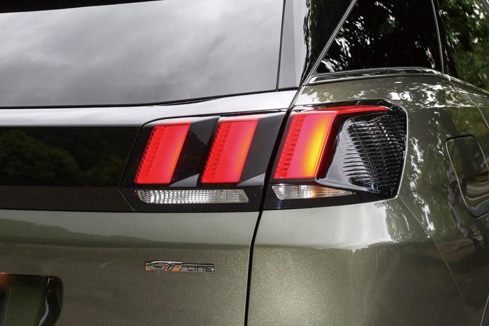 獅爪車燈Peugeot作為法國車廠,一直以來相當注重其創新設計,而在此次車燈的表現上也相當具有辨識度,採用如同獅爪的LED尾燈,並用於3008、5008車系當中,完全顯露出Peugeot的潮流設計。版權所有/汽車視界