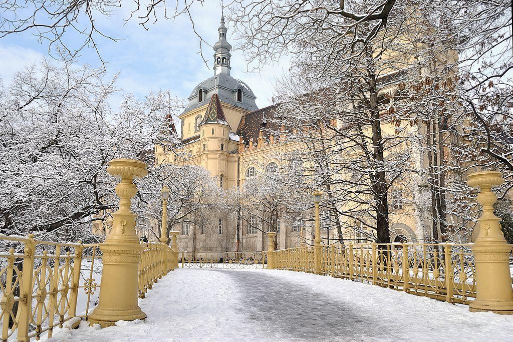 布達佩斯沃伊達奇城堡 (Photo by EtelkaCsilla, License: CC BY-SA 3.0, Wikimedia Commons提供)