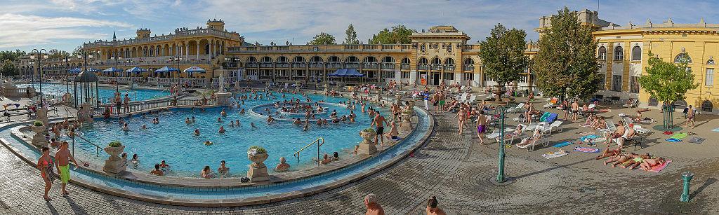布達佩斯塞切尼溫泉浴場 (Photo by Grand Parc - Bordeaux, France from France, License: CC BY 2.0, 圖片來源www.flickr.com/photos/xavier33300/7976049801)