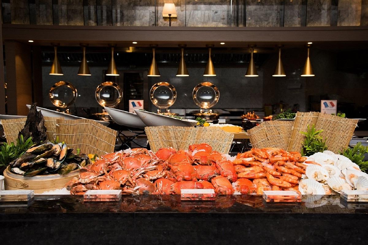 羅東村却的明廚百匯自助餐廳,提供豐盛海、陸時鮮,是饕客的最愛。(圖/羅東村却國際溫泉酒店)
