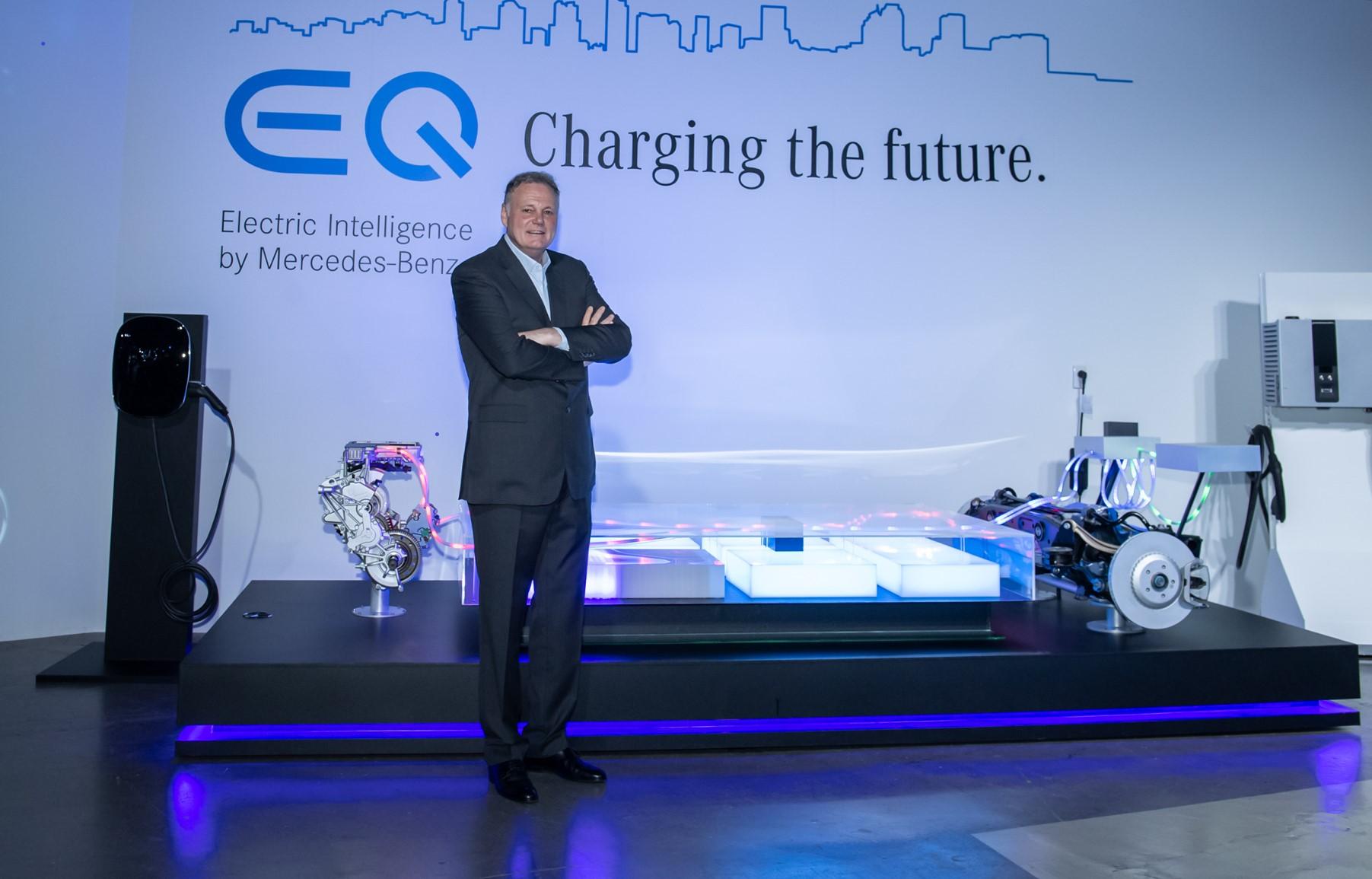 台灣賓士總裁高明漢表示:「為了迎接電動車的時代,Mercedes-Benz以宏觀的視野為消費者鋪陳通往電動車的道路」