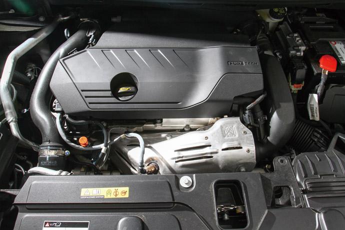 舒適操控採用1.6升直列四缸渦輪直噴引擎,最大馬力達到180hp/5500rpm,最大扭力達到25.5kgm/1650rpm,在中高速域表現不錯,其中加速也相當線性,而引擎的噪音也低微,整體表現為舒適卻也不失操控性。版權所有/汽車視界