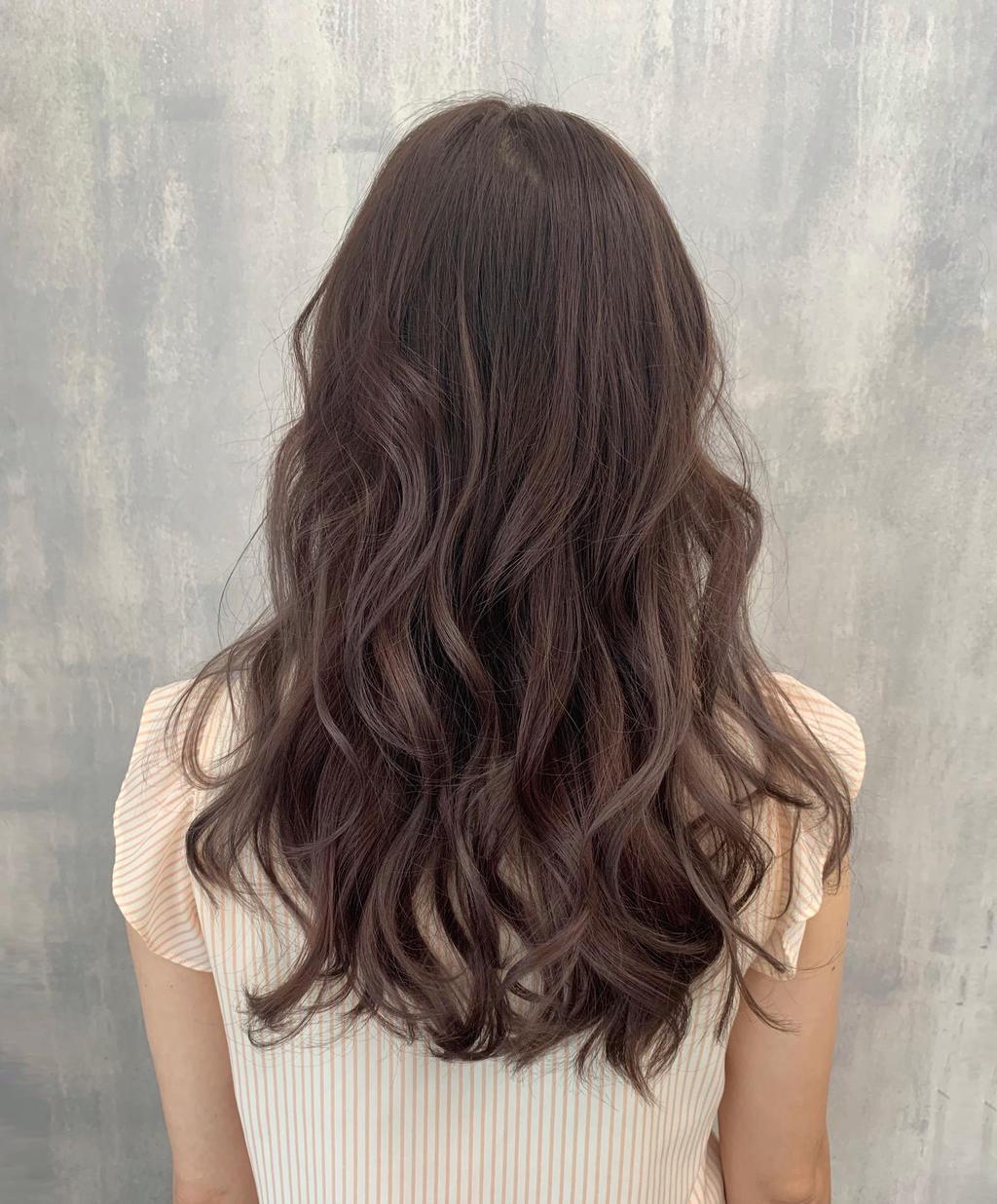 帶點蜂蜜麥茶光澤的蜜褐髮色X波浪卷髮,古堡公主的優雅背影好仙