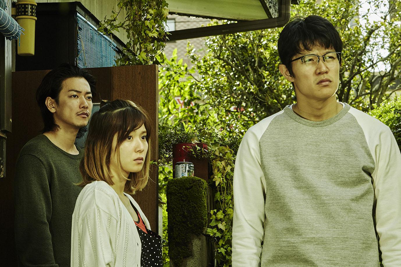 找來日本資深女星田中裕子,與人氣影星佐藤健(左)、鈴木亮平(右)、松岡茉優(中)「共組家庭」