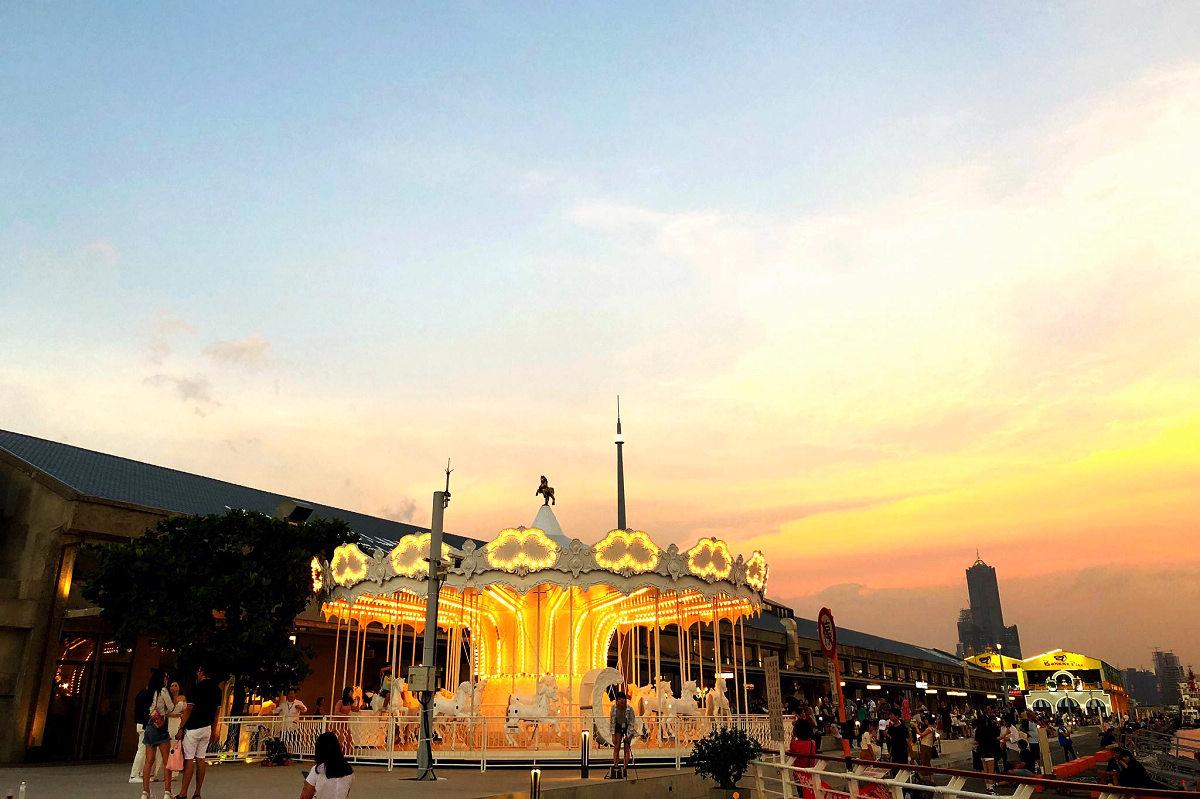 棧貳庫KW2夕陽下的旋轉木馬(圖片來源:棧貳庫KW2 FB)