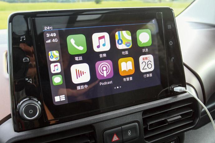 配置8吋全彩觸控螢幕,並擁有鏡射系統。版權所有/汽車視界