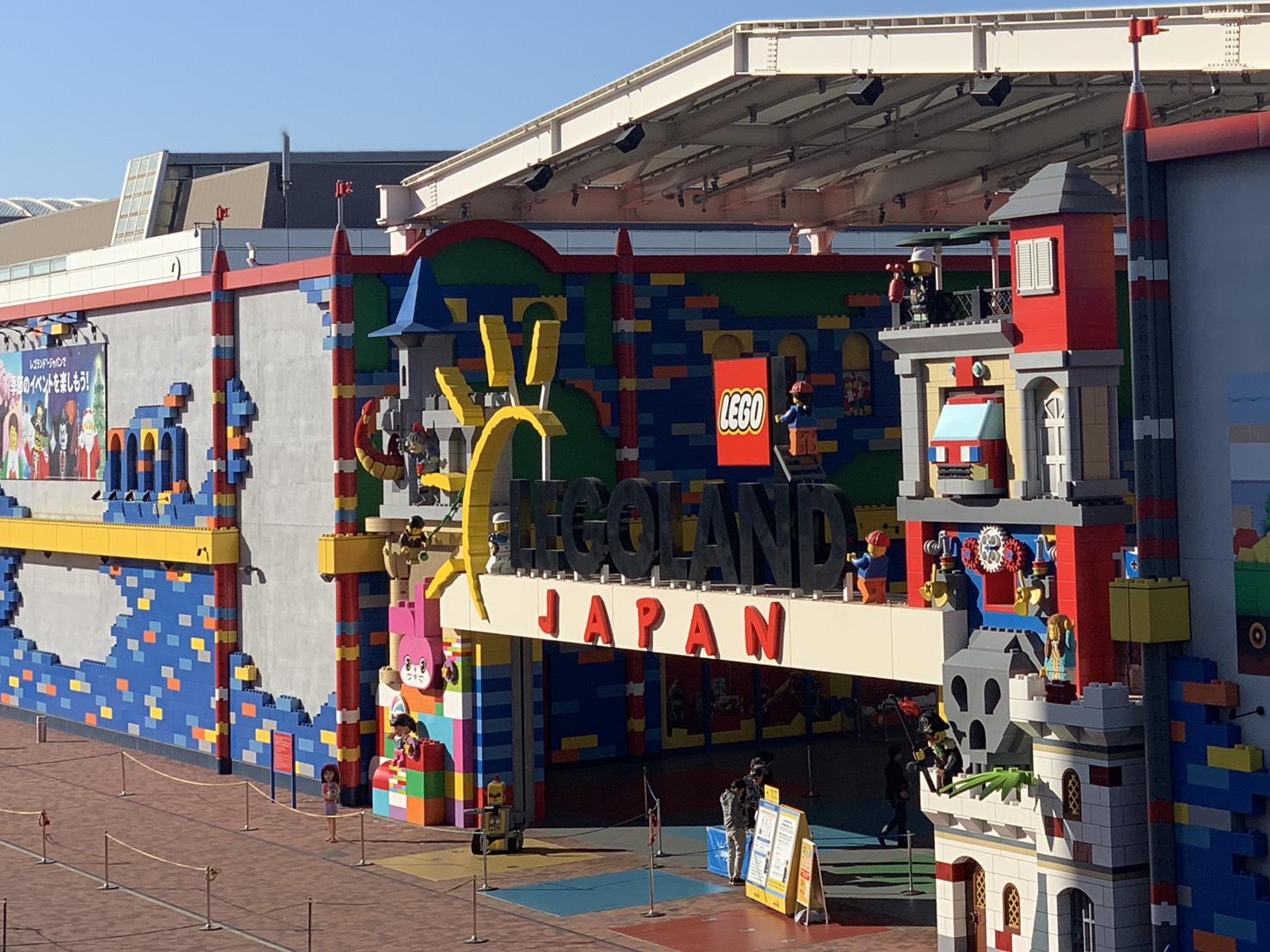 樂高樂園每日營業時間不同,通常都是早上十點開門。
