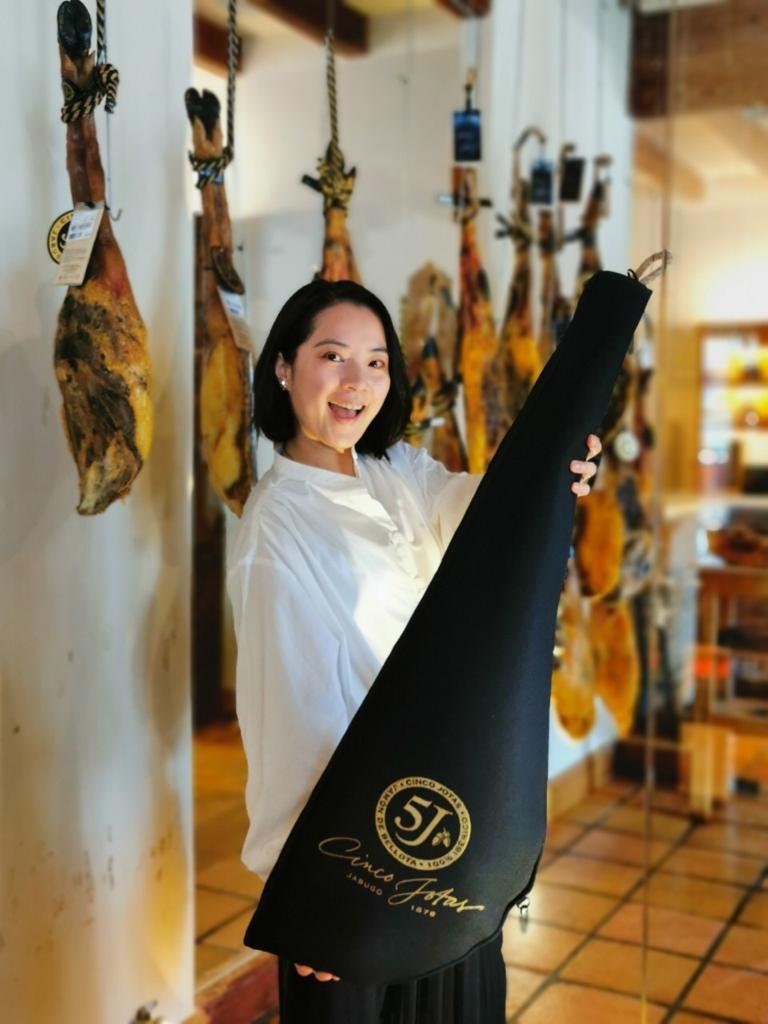▲伊比利豬火腿的進階吃法,是淋上頂級橄欖油,讓風味更圓滿。