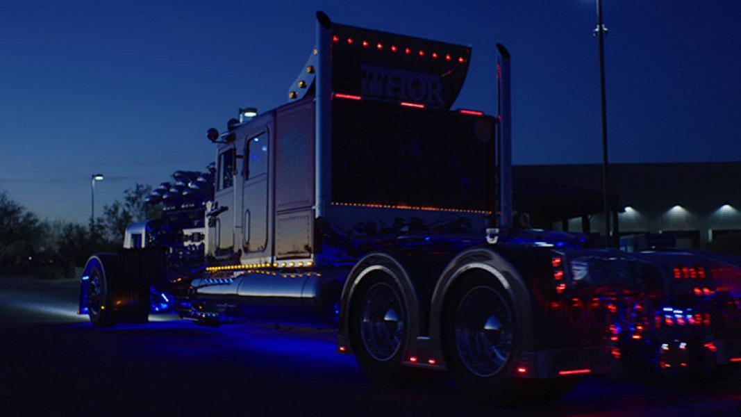 圖/由於Thor 24拖車頭實在太重,以至於需準備4個Simpson減速傘才能完全停車,如果只踩剎車是不夠的。