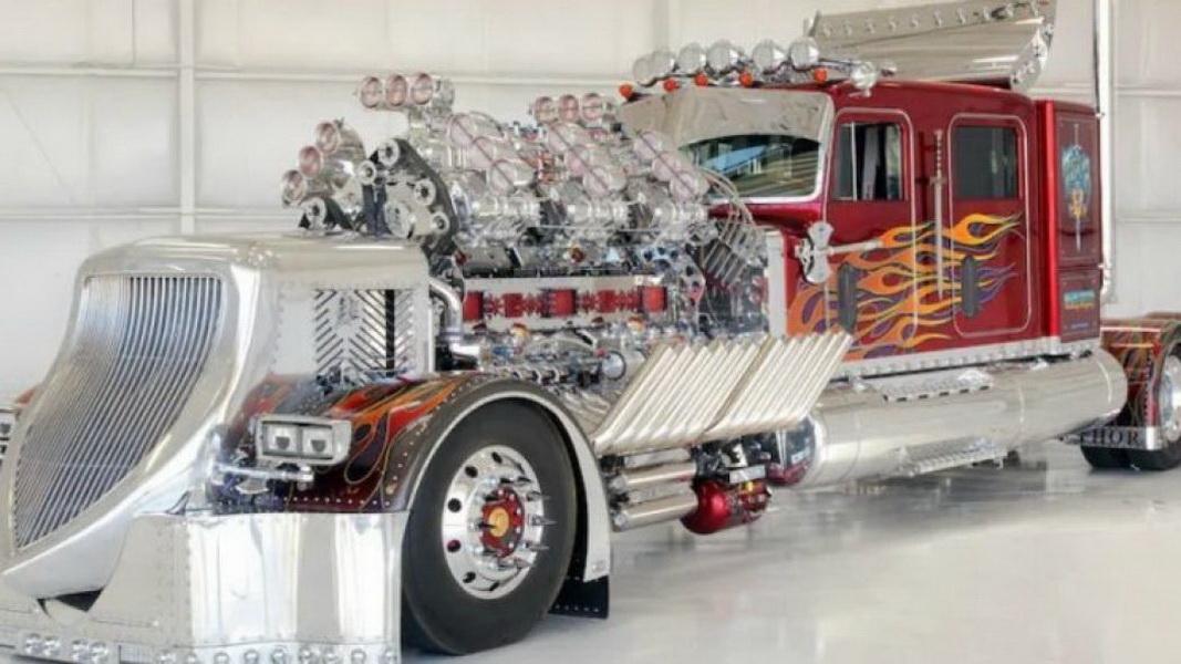 圖/Thor 24拖車頭搭載兩具V12引擎、12具機械增壓器,總馬力可達到3,424hp,最高速度可達到208公里/小時。