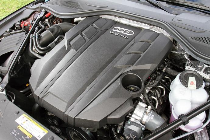 節能且充沛的動力輸出這一次所搭載3.0升V6柴油渦輪+48V輕型複合動力,具備286hp/61.2kgm最大動力輸出,於動力曲線上可以感受到柴油渦輪引擎於中低轉速時大扭力的湧現,其48V輕型複合動力更能夠於怠速與起步時作動進而減少耗能。版權所有/汽車視界