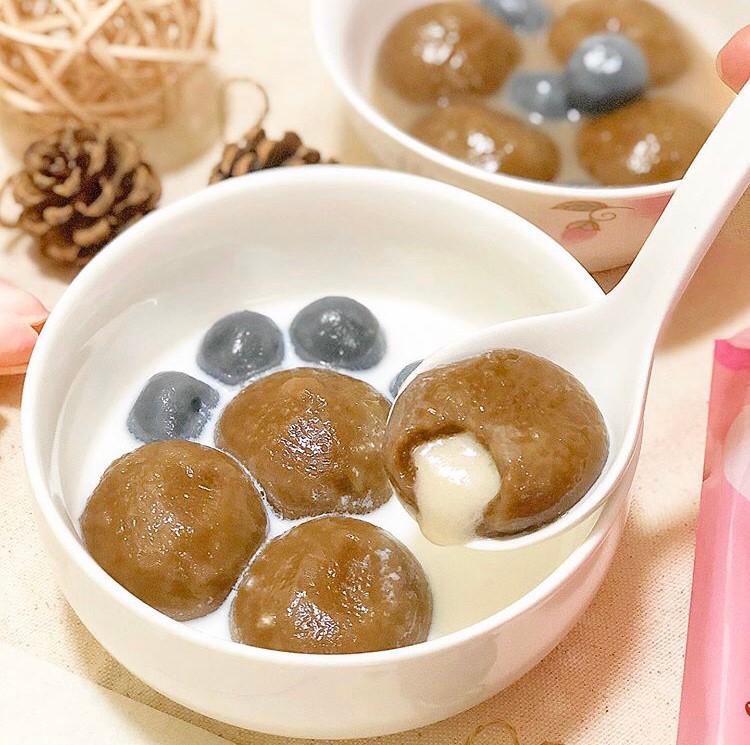 黑糖珍奶的滋味加上珍珠的Q彈與湯圓本身的軟糯香甜,豐富的口感層次相信絕對會撩到妳的味蕾