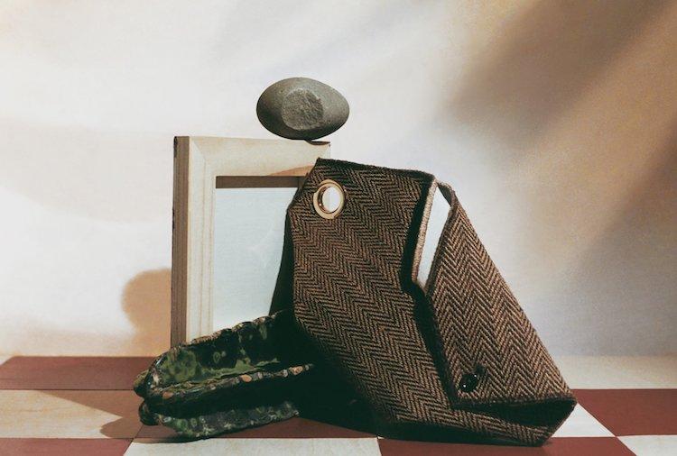 初期品牌最著名的包袋 Roadside 與 Bora 兩款包款,具有強烈雕塑感的設計
