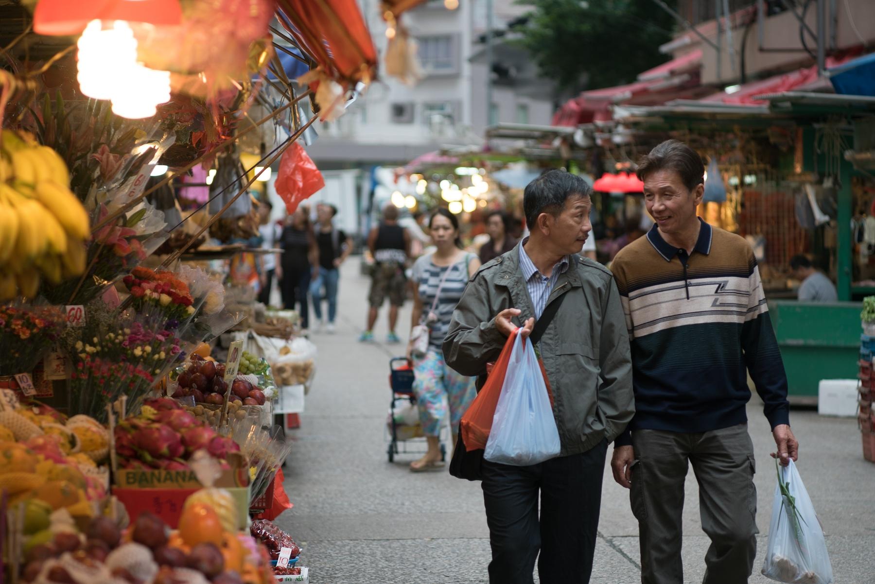 太保(右)、袁富華(左)在本片大談高齡已婚禁忌之戀