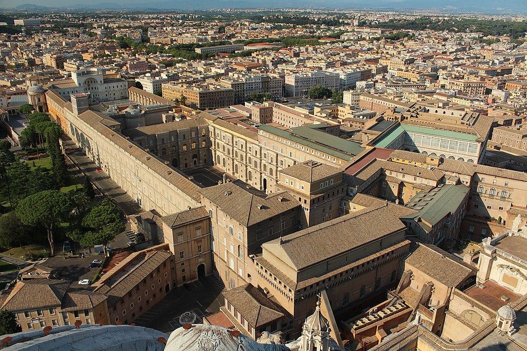 梵蒂岡博物館 (Photo by Przemek Pietrak, License: CC BY-SA 3.0, 圖片來源wikicrosswords.org/it/indizio-di-cruciverba/simbolo-di-san-pietro)