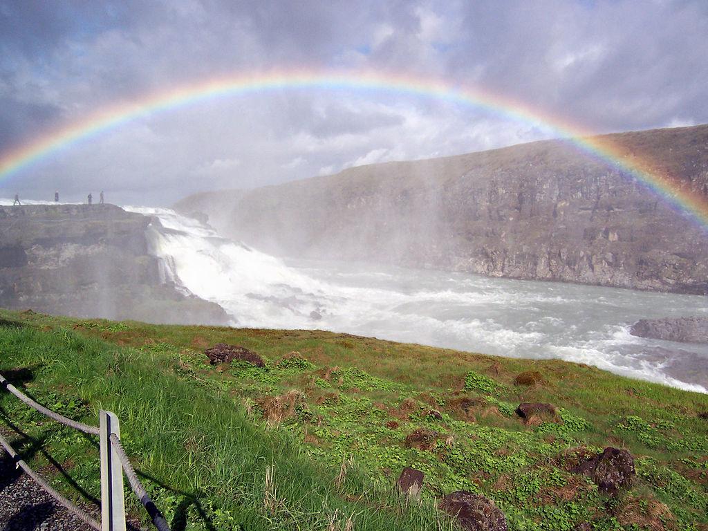古佛斯瀑布 (Photo by Thordur Thorarinsson, License: CC BY 2.5 dk, 圖片來源commons.wikimedia.org/wiki/File:Gullfoss_Island_natur.jpg)