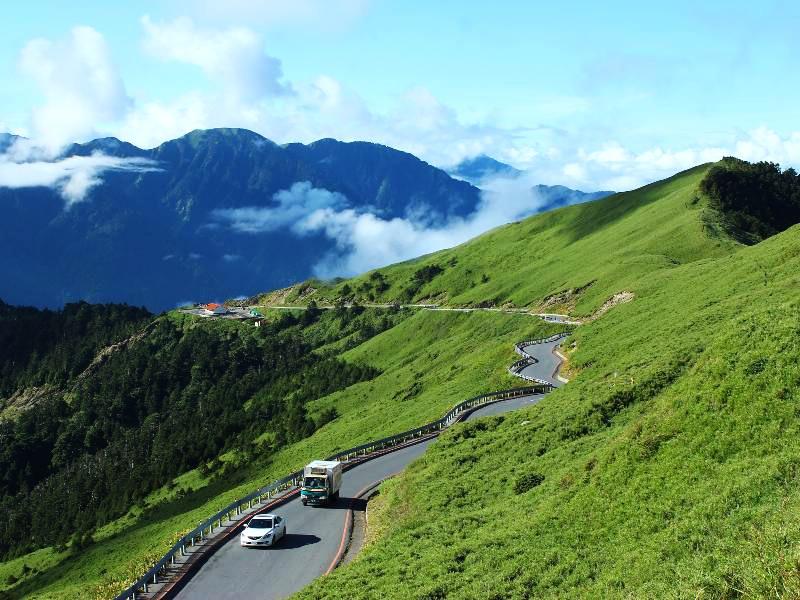 合歡山公路清新的綠意和靜謐的氛圍(圖片來源:「票選台灣最美十大景觀公路」活動網站)
