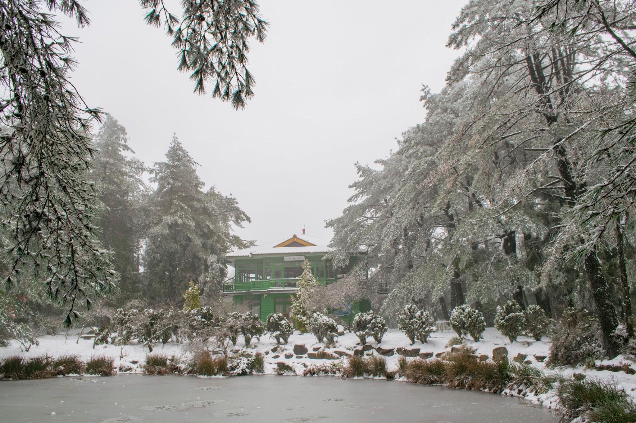 天池位於福壽山的制高點,下雪時池面與步道都會被雪覆蓋,既唯美又浪漫。圖/福壽山農場臉書粉絲專頁