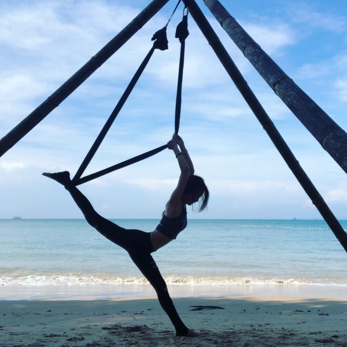 ▲林韋君不管在家或出外旅遊都忍不住想練瑜珈、拉筋一下。