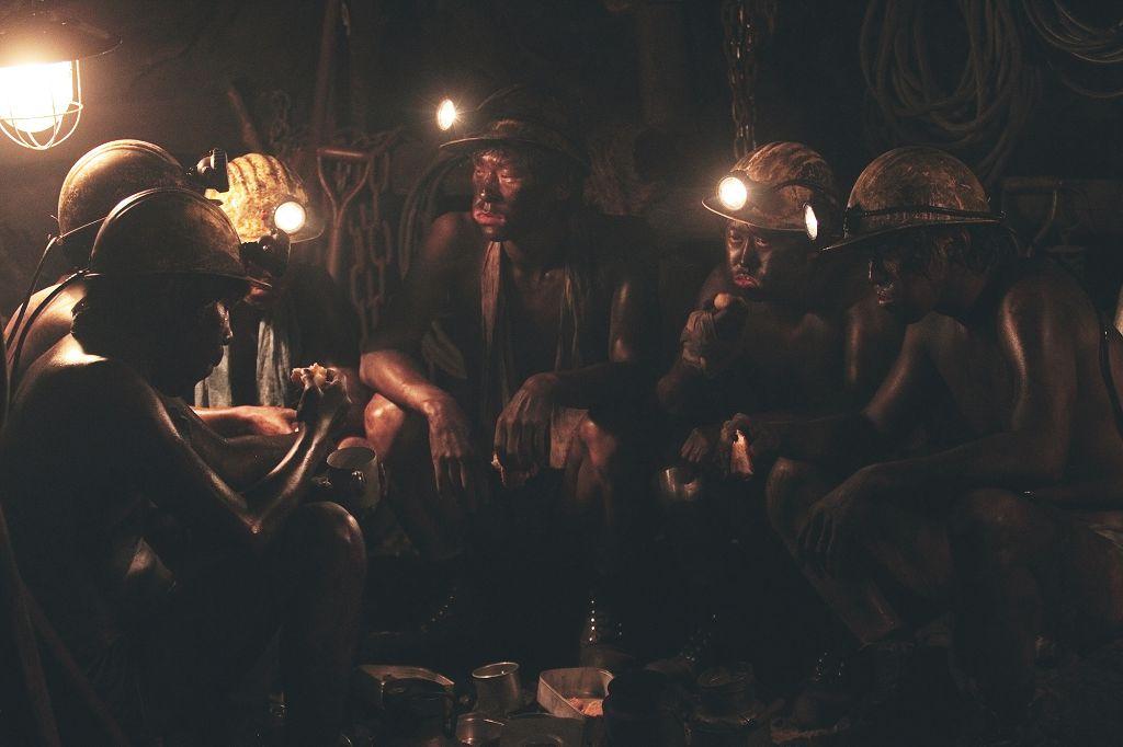 黃晸玟劇中到西德當礦工 差點命喪礦坑