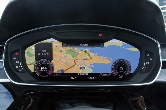 高清晰度且能全螢幕顯示導航的儀錶板。版權所有/汽車視界