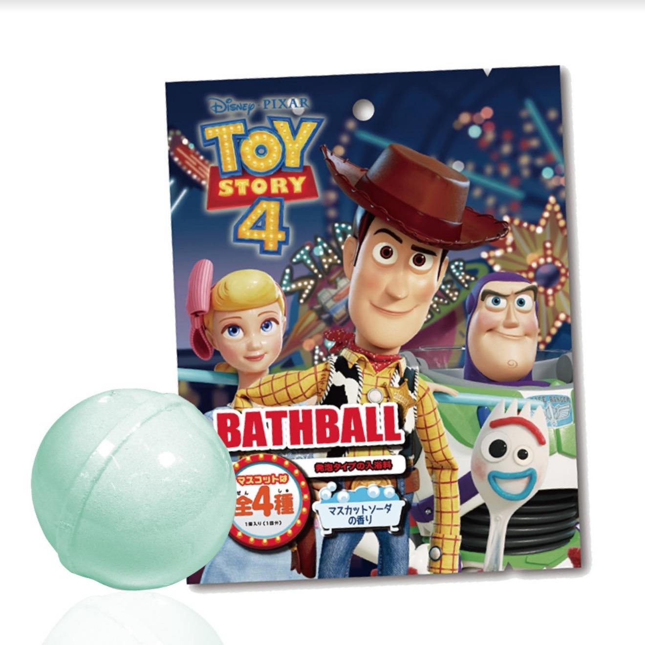 將入浴球放入水中,待浴球完全溶化後,公仔就會浮出水面喔!