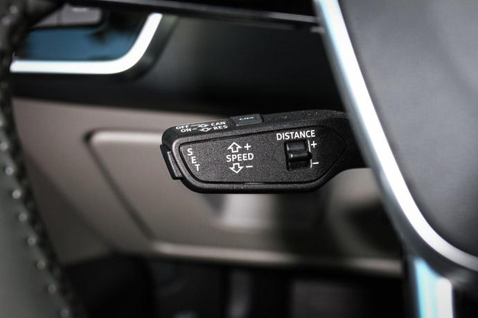 成熟度頗高的Level 2半自動駕駛可減少長途駕駛的疲勞程度,可惜的是操控按鍵未整合在較為就手之處。版權所有/汽車視界