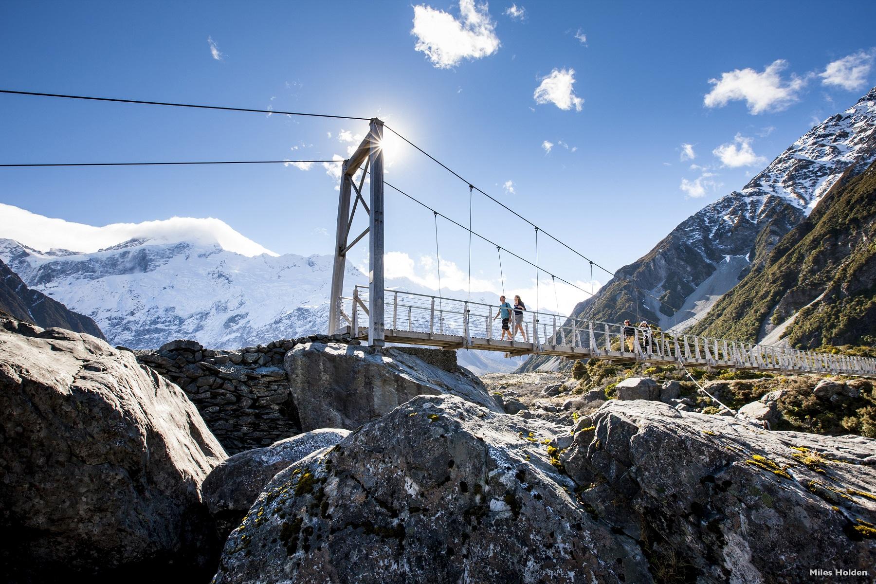 來紐西蘭南島,一定要到當地最高峰庫克山走走,步道的難度不高,卻能欣賞超壯觀風景。(圖/紐西蘭航空)