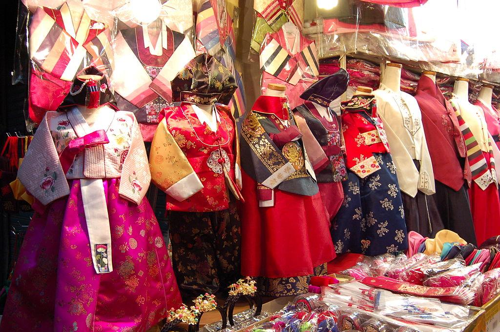 東大門市場 (Photo by frakorea, License: CC BY 2.0, 圖片來源www.flickr.com/photos/framore/463827119)