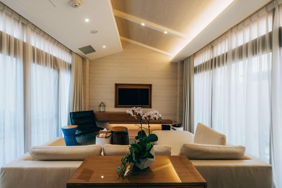 獨棟VILLA泳池別墅有獨立客廳。攝影/Ray