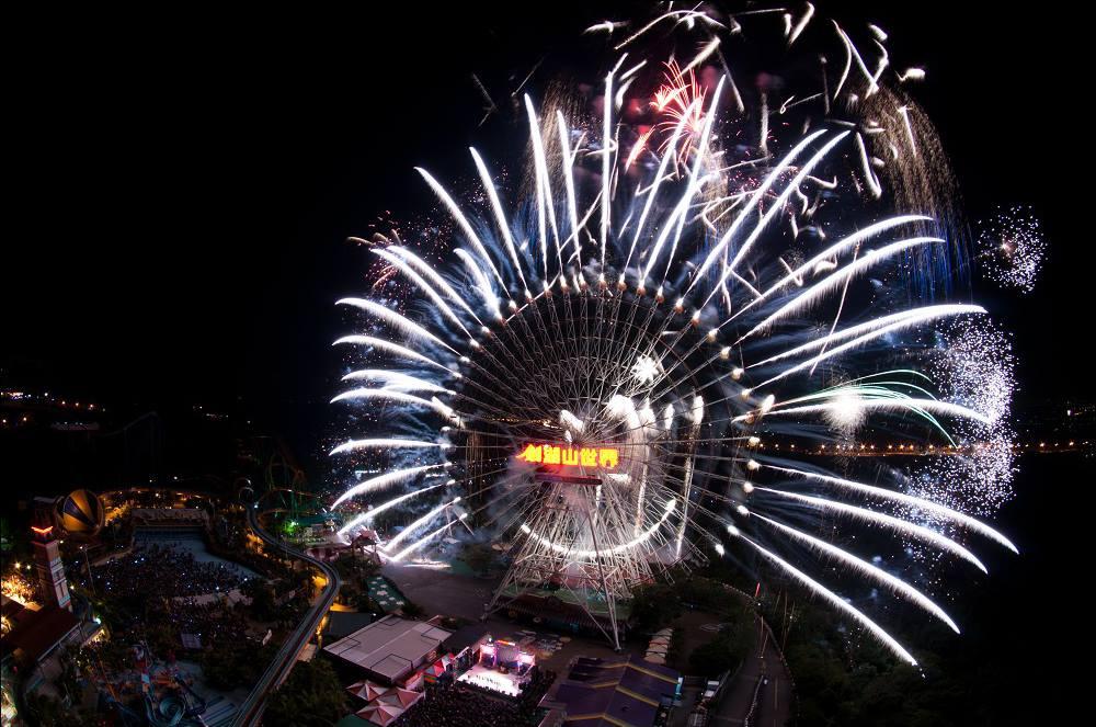 劍湖山世界今年跨年重磅出擊,打造跨年極光煙火秀的唯一創舉。圖/劍湖山世界臉書粉絲專頁