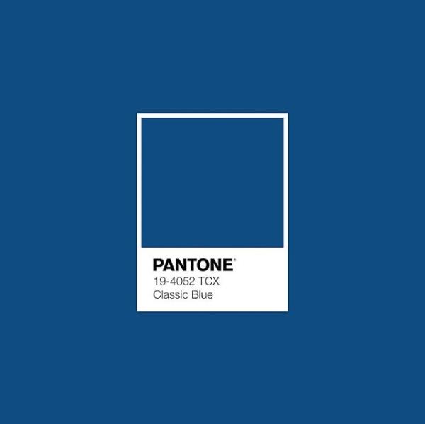 經典藍是一個「令人心滿意足地擁抱」的顏色。